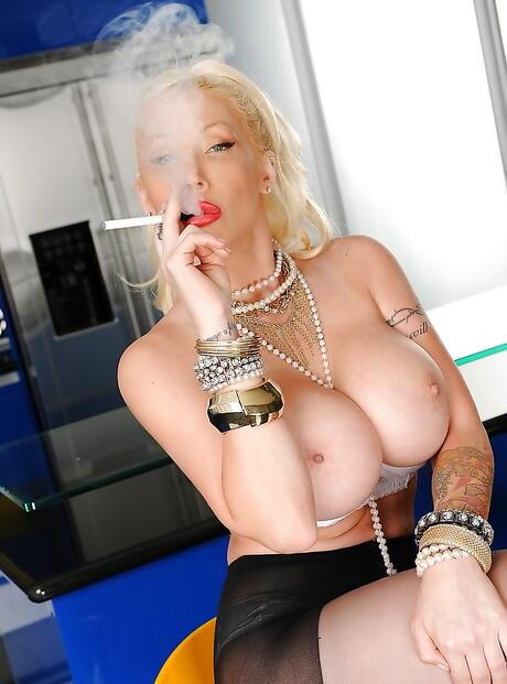 Smoking Fetish Milf Pics