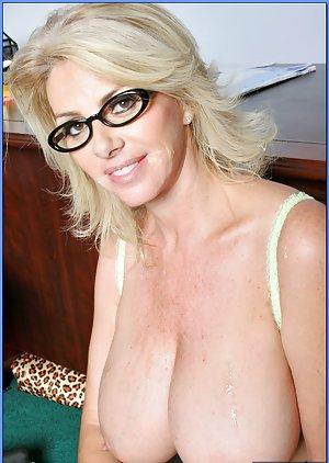 Milf in Glasses Pics