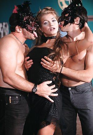Milf Sex in Club Pics