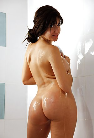 Milf in Shower Pics