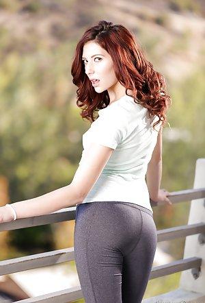 Milf in Yoga Pants Pics
