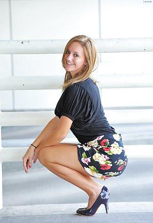 Milf in Skirt Pics